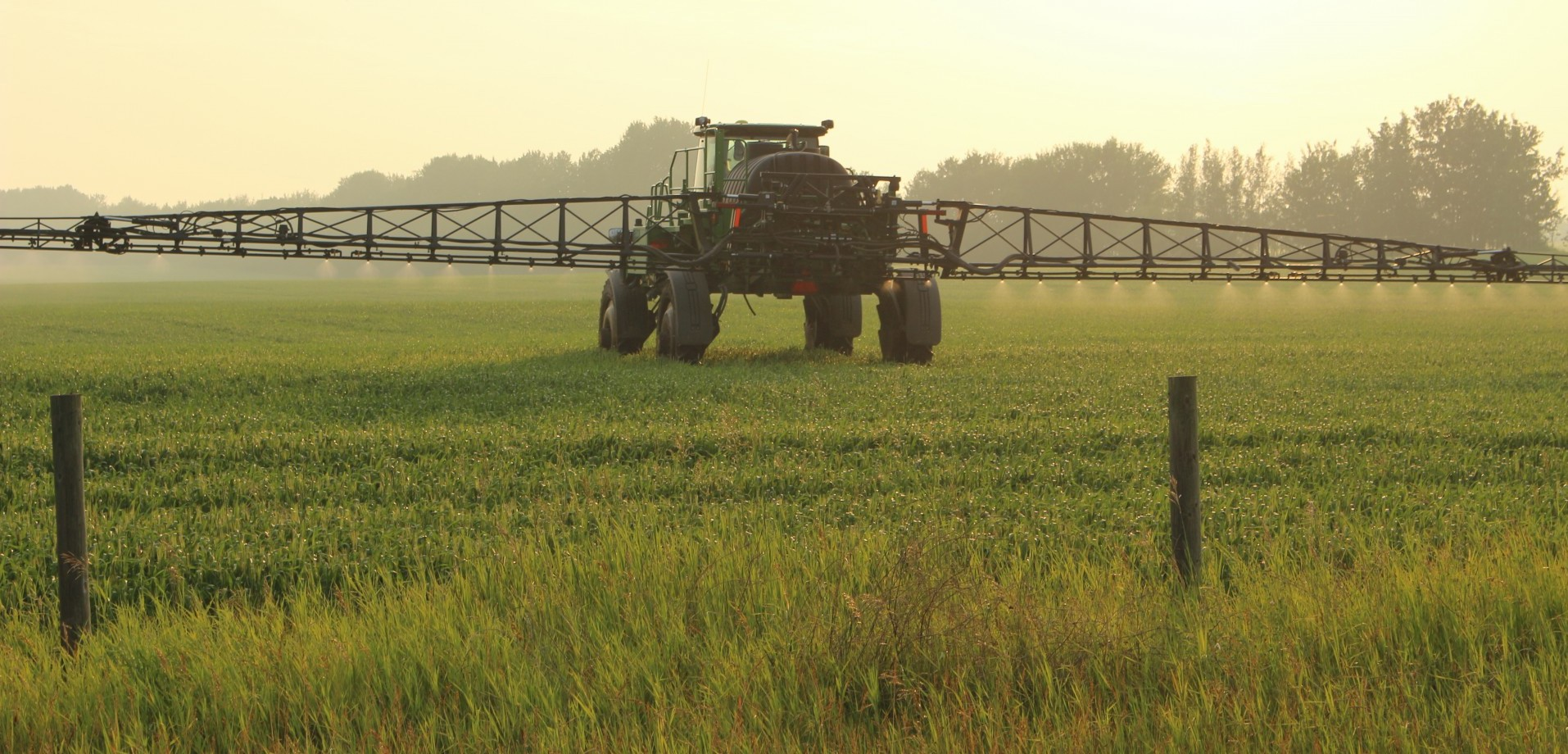 Crop sprayer tractor